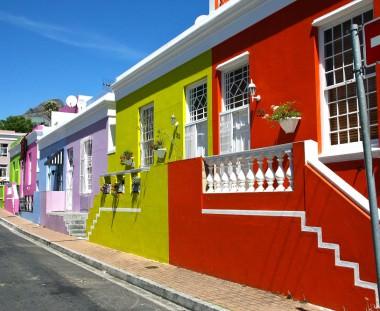 kleurrijke huisjes in Kaapstad tijdens de Cape to Victoria Falls tour via Scenic Travel - Zoetermeer